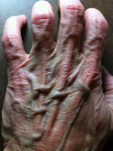http://zhurnaly.com/images/Gollum_z_hand.jpg