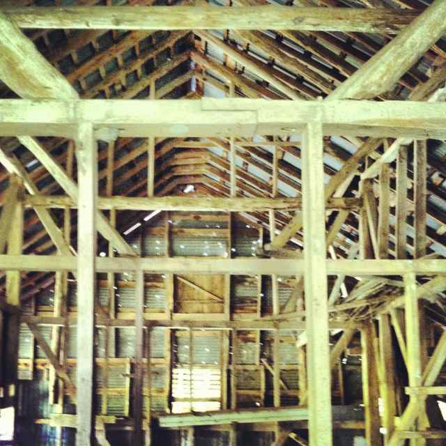 http://zhurnaly.com/images/Inside_the_Old_Barn.jpg