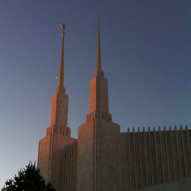 http://zhurnaly.com/images/Kensington_Mormon_Temple_sunrise_1.jpg