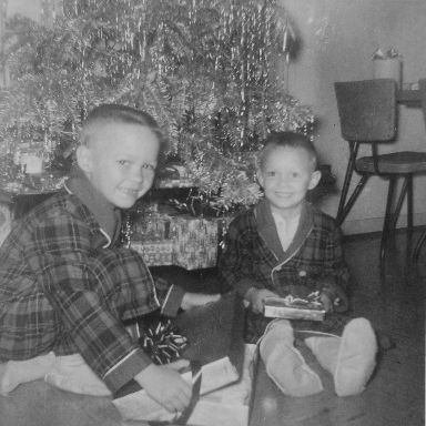 http://zhurnaly.com/images/Mark_and_Keith_Zimmermann_XMAS_1958.jpg
