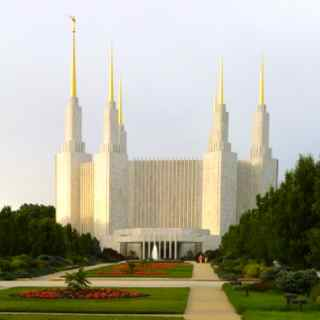 http://zhurnaly.com/images/Mormon_Temple_entrance.jpg