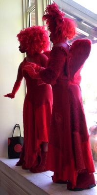 red_statues_c