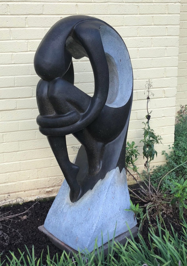 http://zhurnaly.com/images/curvy_McLean_yard_sculpture_2018-08-06_t.jpg