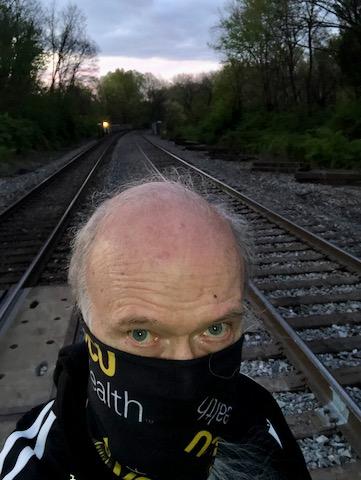 http://zhurnaly.com/images/run/Forest_Glen_Rail_Crossing_z_2020-04-11.jpg