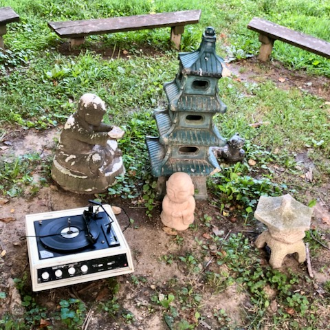 http://zhurnaly.com/images/run/Gramaphone_statue_glade_bench_shrine_2020-07-10.jpg