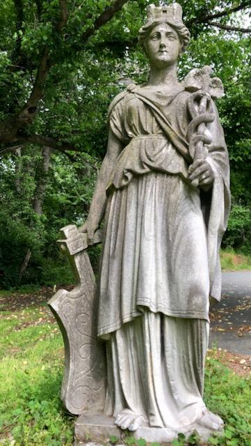 http://zhurnaly.com/images/run/Minerva_statue_National-Park-Seminary_2020-05-29.jpg