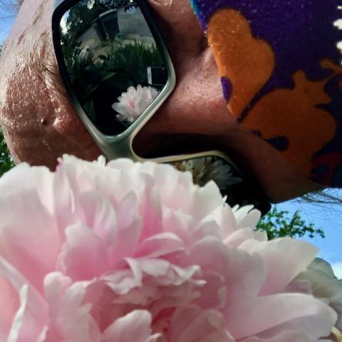 http://zhurnaly.com/images/run/peony_mirror-shade_selfie_z_2020-05-27.jpg