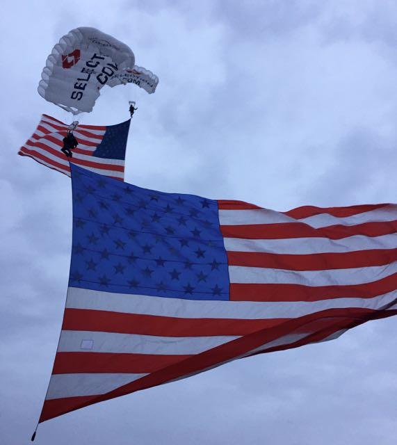 http://zhurnaly.com/images/running/MCM_2015_flag_parachutes.jpg