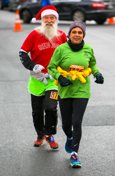 http://zhurnaly.com/images/running/MCRRC_Jingle_Bell_Jog_by_D-Reichmann_Gayatri_z_finishing_2017-12-10b.jpg