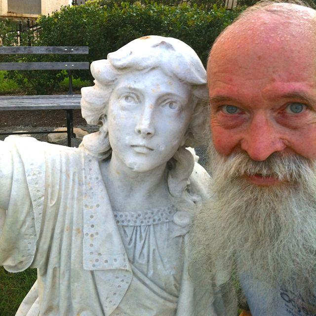 http://zhurnaly.com/images/running/Statue_selfie.jpg