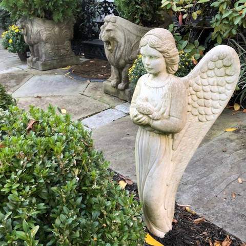 http://zhurnaly.com/images/walk/lawn-angel-lions_bethesda_2020-10-03.jpg