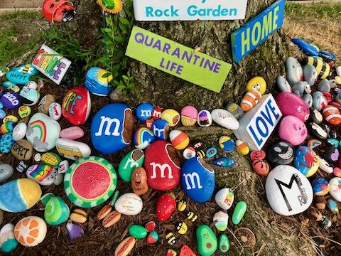 http://zhurnaly.com/images/walk/painted-rock-garden_2020-07-20.jpg